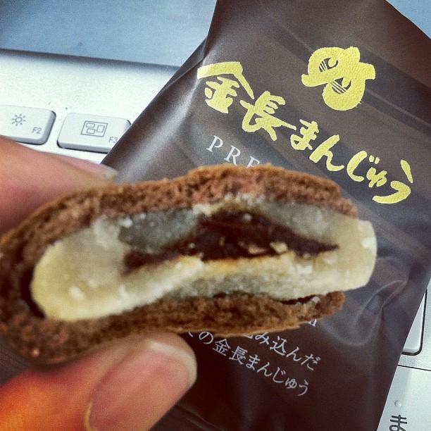 金長まんじゅうPREMIUM。濃厚チョコクリームを包み込んだ、正にプレミアムな味わい。美味い〜♪ from Instagram