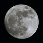 いつもの月より14%大きく見えるスーパームーン