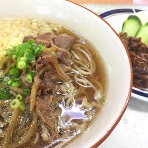 本日のお昼。肉そばに焼肉のお皿追加したら、肉だらけww 満腹ですにゃ。#肉そば #松山生協食堂 #お昼ごはん #満腹 #げふぅ|Instagram