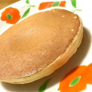 台所で奮闘中の次女(小5)が一人で黙々と作っているパンケーキ。焼き色といいふっくら加減といい、かなりクオリティーが上がってる。店で出せるレベル!と言っても過言では、ないっ!親バカじゃないと、信じたいっ!