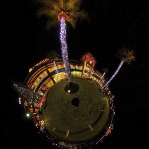 エミフルのライトアップをパノラマ撮影してリトルプラネットに加工。うゆ、なかなか楽しい写真になったなぁww