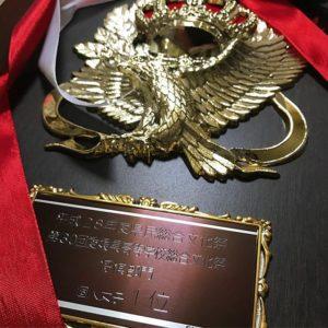 今日、長女が県の高校文化祭の将棋部門に参戦しまして…個人女子の部で優勝したようでございます。体調が悪くて本調子でなく、珍しく不安からくる自信喪失もあったようですが、ふたを開ければこの結果。ご立派な盾と全国大会@東京への出場権もいただいてきたので、また全国大会へ向けた将棋漬けの日々の始まりです。ま、精一杯やればいいよ。悔いだけ残さぬように、としか言えない父ちゃんでございます。