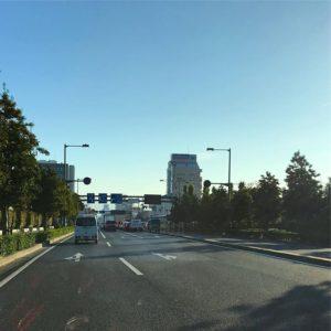 そういえば新空港通りのこの辺に、道路をまたぐ高架連絡橋(歩道)があったけど、キレイに跡形もなく撤去されましたなぁ。そして、なくなったのに全然違和感がない。もともと橋なんかなかったかのような感じ。人間の記憶、なんといい加減なことか。