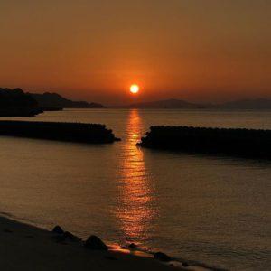 瀬戸内海に沈む夕陽。あぁ、いいもん見た。