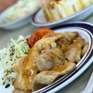 今日もおなじみ生協食堂てまお昼ご飯。豚の生姜焼きにポテサラと冷や奴。冷や奴の冷たさが奥歯にしみる!まだまだ寒いねぇ。