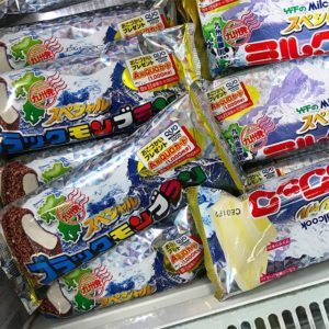 あー!!!九州でしか売ってないはずの、竹下製菓のブラックモンブランが、近所のコープにあるっっっ!しかも、ミルクックもあるっっ!もちろん、買いましたっ!風呂上りに食べるのが楽しみだ-。