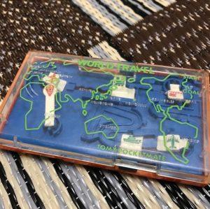 そしてもう一つ、戦利品。トミーのポケットメイトってポケットに入るアナログなゲーム機。小さい金属ボールを使った世界旅行アクション。フィールドアスレチックや将棋などもあったなぁ。懐かしい。何もかも皆懐かしい。