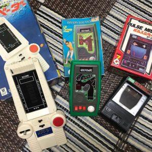 先週、実家に帰ったときの戦利品。子ども時代にこの手のLSIゲーム、ご褒美やお祝いなどでよく買ってもらったなぁ。でもファミコンはダメだったのは、なぜだwww