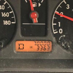 愛車キューブキュービックの走行距離、70000km到達!新車購入から12年なので、1年に6000km未満。なんというスローペースwww車の一般的寿命?の20万kmまで、あと20年以上かかる計算かよwwwまだまだ元気なので、ガッツリ走ってもらいましょー。