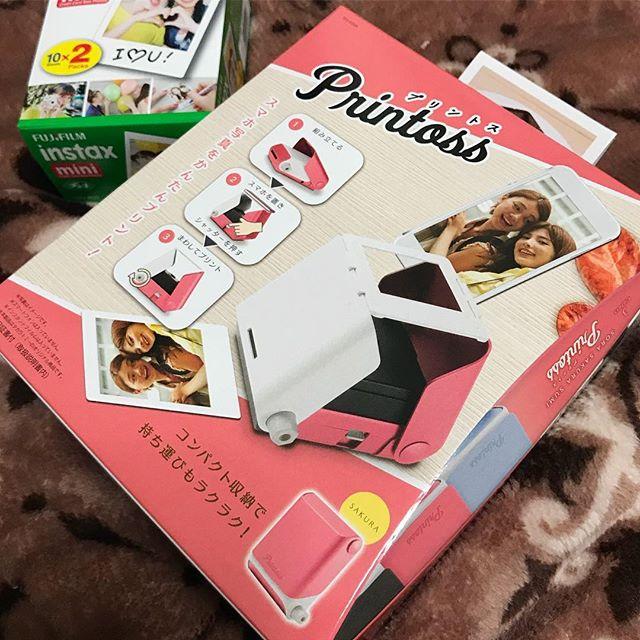 8月に予約受付が始まって、10月発売がズレにズレて…ようやく届いたよ、プリントス!電池なしでスマホ写真(画面)をチェキフィルムにプリントできるヤツ!明日、いろいろ遊んでみよっと。楽しみ♪#プリントス #やっと届いた #スマホ写真 が #チェキ になる!しかも #電池いらず #タカラトミー やるな!