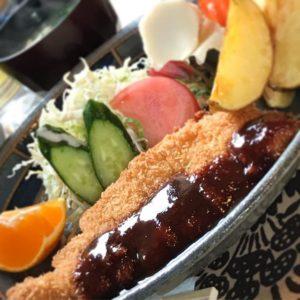 伊方町にて打ち合わせ♪からの、ランチはメロディーってお店でポークカツ定食。ボリューム満点でお腹いっぱいでございますwwげふぅ。