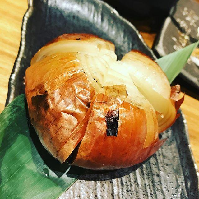 玉ねぎ!ていうか、皮ごと食べるかを…試されてる?