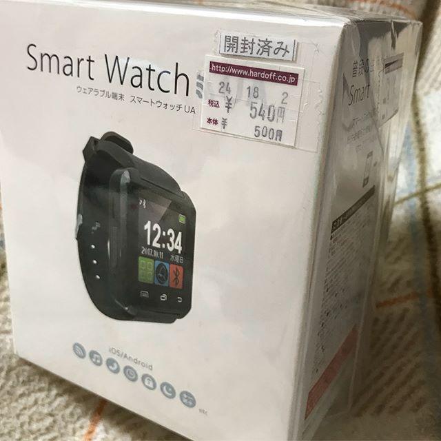 ホビーオフに面白そうなものがあったので衝動買いっ!ゲーセンの景品なスマートウォッチ540円なり!一通りいじってみたが…Bluetooth接続して腕時計で通話と音楽再生ができた!が、iOSはアプリなしのためSMSやら電話帳連携がてきないっー!という残念仕様。ま、こんなものでございましょう。フォントや起動・システム終了画面が思いっきり中華仕様。ま、そんなものよねー。意味不明な睡眠トラッカーや水分補給タイマー、座りっぱなし防止タイマーとかもあるけど、なかなかの謎端末www笑うしかございませんwwwしかし、ゲーセンのプライズでタッチパネルなスマートウォッチぽいものが出てくるってのがすごい時代です。