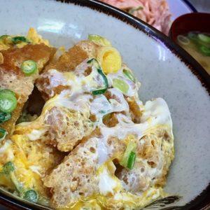 お昼ごはんっ、生協食堂でカツ丼とサラダにお味噌汁。スタンプカードがいっぱいになったから、500円オフ♪満腹満腹。あぁ、24日で閉店なんだよなぁ。残念。