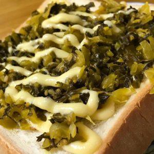 おうち朝ごはんは、高菜トースト。ママンが初めて作ったけど、これ、んまいわぁ。また作ってもらおう。
