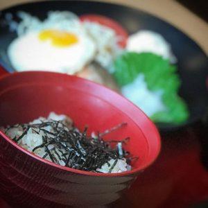 ジョイフルでモーニング。「七種の和朝食」をスマホでイメージ写真ぽく撮ってみるの巻。久々に。