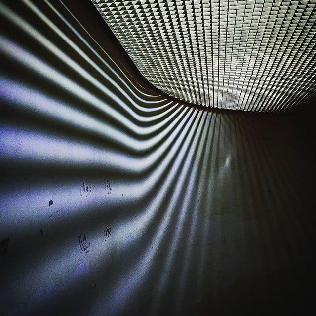 めちゃめちゃドリーミーでトリップしそうな場所ですが、松山市のコミセン(の階段)です。意外と面白いんだよね、コミセン。#oppo #r11s #スマホ写真部