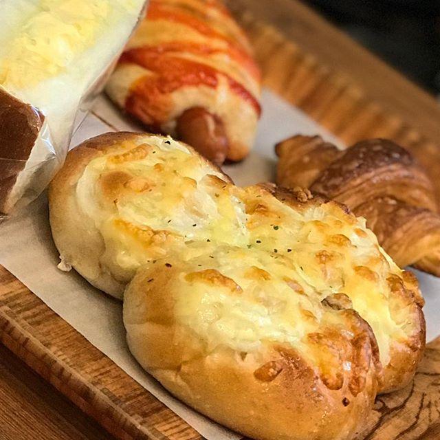 朝ごパンー。アペのパンー。んまんまーい。