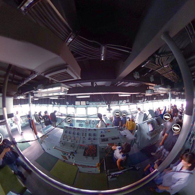 この前、松山港に寄港してた潜水艦救難艦ちはやのブリッジ。いろんなメーターや操作パネルを見てると、ワクワクが止まらないのは何でだwww?#theta #全天球カメラ #全天球 #パノラマ #ちはや #潜水艦救難艦ちはや