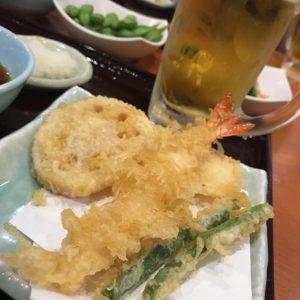 友人と近況報告を兼ねた飲み会。てんやで、天ぷらと生ビールセットをがっつり食べ飲みしちゃいました。んまかった!
