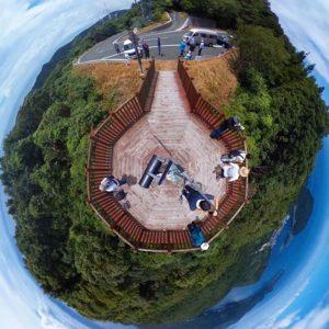 佐田岬の権現山展望台からのパノラマな景色。北も南も海!