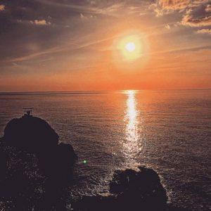 海に沈む夕陽もアートに。ていうか、私のアートのイメージは、なんかパターン化されてるなぁww#バエアート