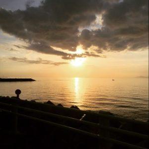 シネマグラフな海の夕焼け。ちょっと荒いけど、まぁ、こんなもんかな。