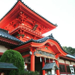 さぁ、一世一代の大勝負!の日。ひとまず伊佐爾波神社へお詣りしてから、いざ決戦!戦うのは私じゃないけどね。父ちゃんは見守るだけ。