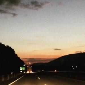 朝の徳島自動車道。