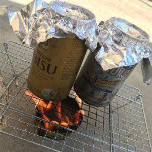お久しぶりなおバカ実験。シーチキン缶で空き缶ご飯を炊いてます。