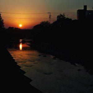 石手川に沈む夕日。