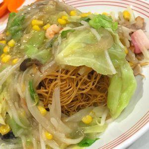 リンガーハットの野菜たっぷり皿うどん。久々に食べたら、お腹ぱんぱん、です。美味しゅうございました。