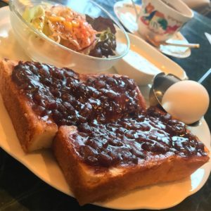 モーニングでコーヒーとセットにしたのは、小倉トースト!ほどよい甘さのあんこがたまりません!美味しゅうございました。#珈琲館天秤
