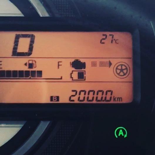 スペーシア、2000km突破-。購入して2ヶ月半だから、そんなに走り回ってないのかな?まだまだ慣らし運転とは言え、高速の登り坂でうっかり踏み込むと、4〜5000回転以上ブン回るから注意しないと。