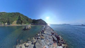 御五神島からの景色。宇和海へ沈みゆく太陽。左側にテント村、右側には日振島な、パノラマ。