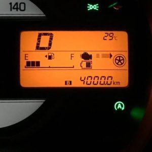 愛車スペーシアの走行距離、ついに、4000kmになりましたー♪4月に納車されてからちょうど4ヶ月だから、1月1000km。去年と比べてちょっと、ハイペース気味だけど、まぁ新車ウキウキなのでこんなもんでしょう。その内、落ち着くんじゃないかしら。でも、燃費が以前のキューブキュービックと比べても2倍ほど向上してるので、ガソリンコストは抑えられてるのが素晴らしいっ!この調子で頑張っていただきましょう、スペーシア。