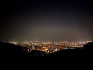道後平から望む、松山市の夜景。100万ドルまではいかないにしても、なかぬかイイと思うんだけどなぁ。5万ドルぐらいは、あるかな?www