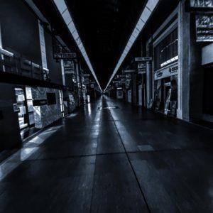 久々に夜の銀天街。さすがに週アタマ月曜日のこの時間(23時過ぎ)には人はほとんどいない。あ、コロナの影響もあるのか?