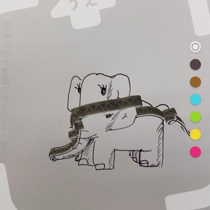 自分が描いたイラストがARで動き出すアプリ「らくがきAR」使ってみた。ホントに落書きな象(自筆)が、ムクッと紙から起き上がって動き回る。これは面白いねぇ。小さい子どもにメチャウケるだろし、大人もいろいろやってみたくなるはず。特に『画伯』に描かせたヘタウマイラストが動く様をゲラゲラ笑いたいwww動画も写真もどっちも撮れて面白い。120円の有料アプリだけど、これはオススメ!