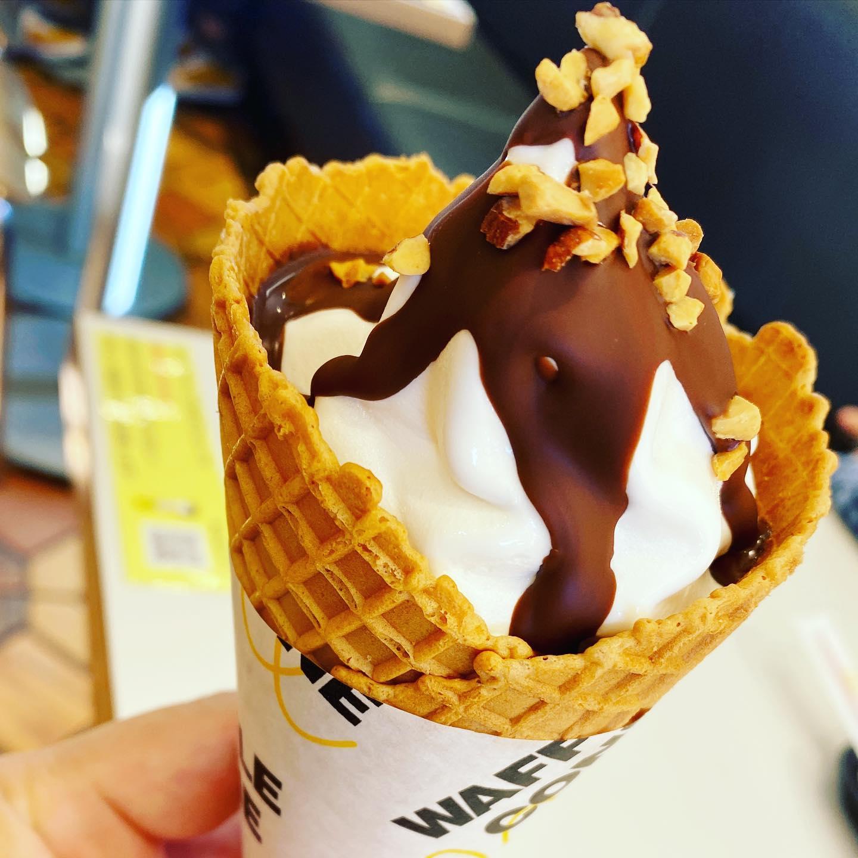 マクドです。ソフトクリームです。んまいっ!