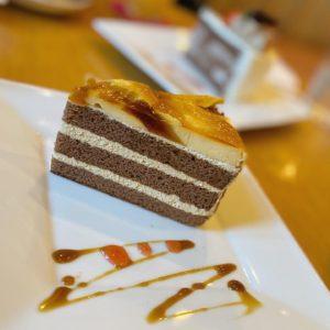 病院でぎっくり対策のシップを処方してもらってからのぉ、ケーキでカフェタイム。美味しゅうございました。