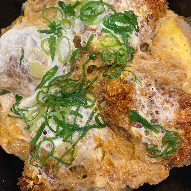 今日のお昼。ザ・丼の牡蠣とじ丼。美味しゅうございました。