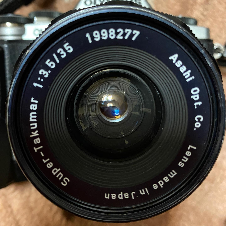 本日の戦利品。旭光学のスーパータクマー35mmF3.5、440円なり。愛機OM-D(E-M10)にマウントアダプタを付ければ、70mm相当のレンズに。コンパクトでまあまあ使いやすい。お散歩に持ち出しやすい大きさが、いいねぇ。さて、何を撮ろうかなぁ?
