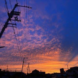 今日(2021/05/28)の夕焼け。なかなかドラマチックな色合いでした。明日もいいことありそう!